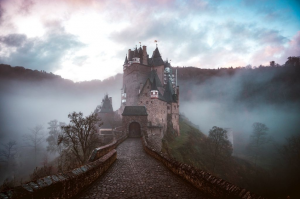 Read more about the article Unbekannter Weg – Eine besondere Kurzgeschichte